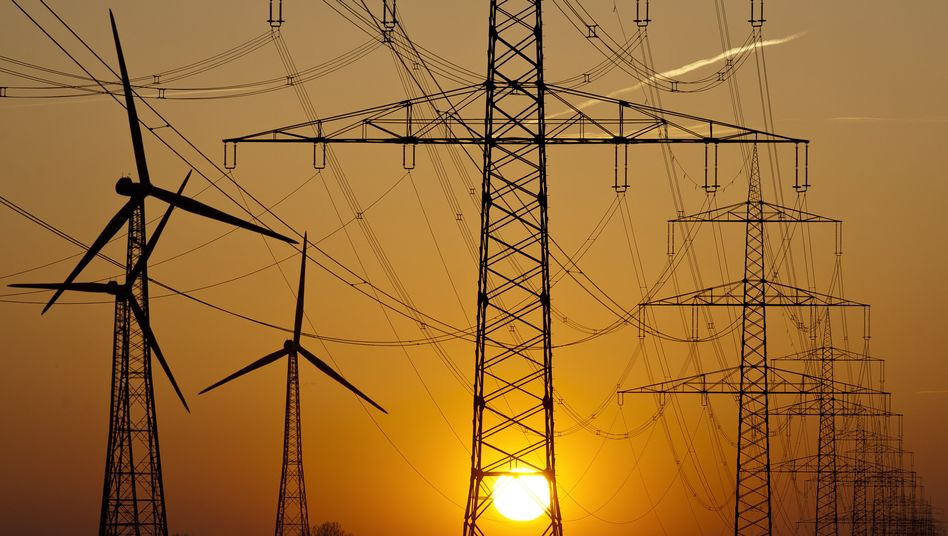 Strommasten in der Abendsonne: Deutschland exportiert mehr Strom