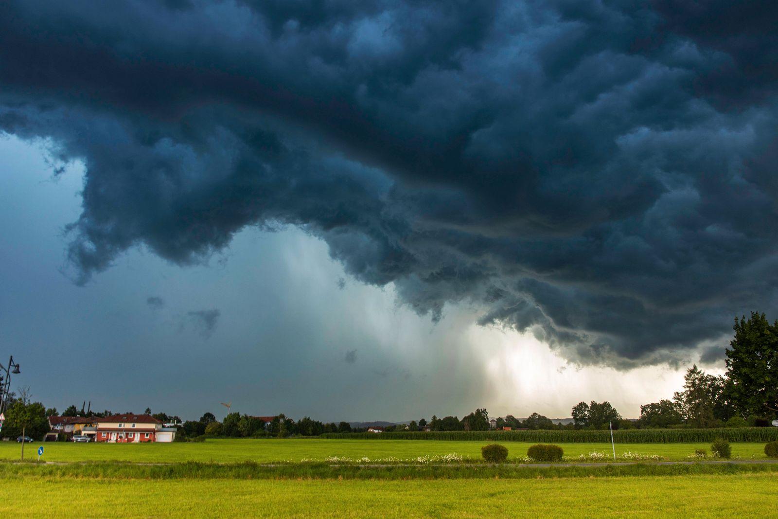 Bilder des Jahres 2021, News 07 Juli News Themen der Woche KW29 ID 353 Schon wieder Hochwasseralarm in S¸dbayern. Schwer