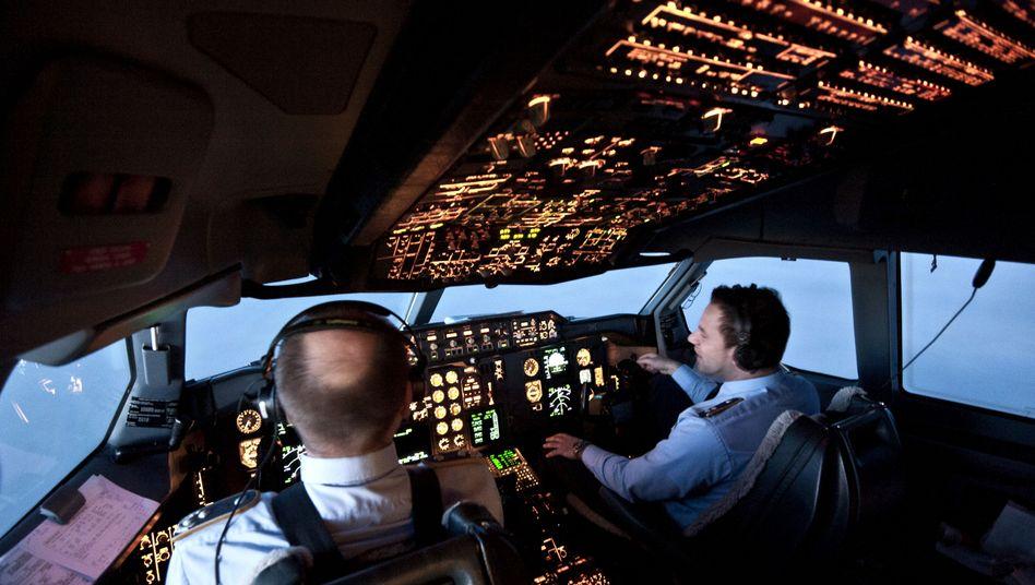 Piloten im Cockpit: Symptome von kribbelnden Gliedmaßen bis zum Bewusstseinsverlust
