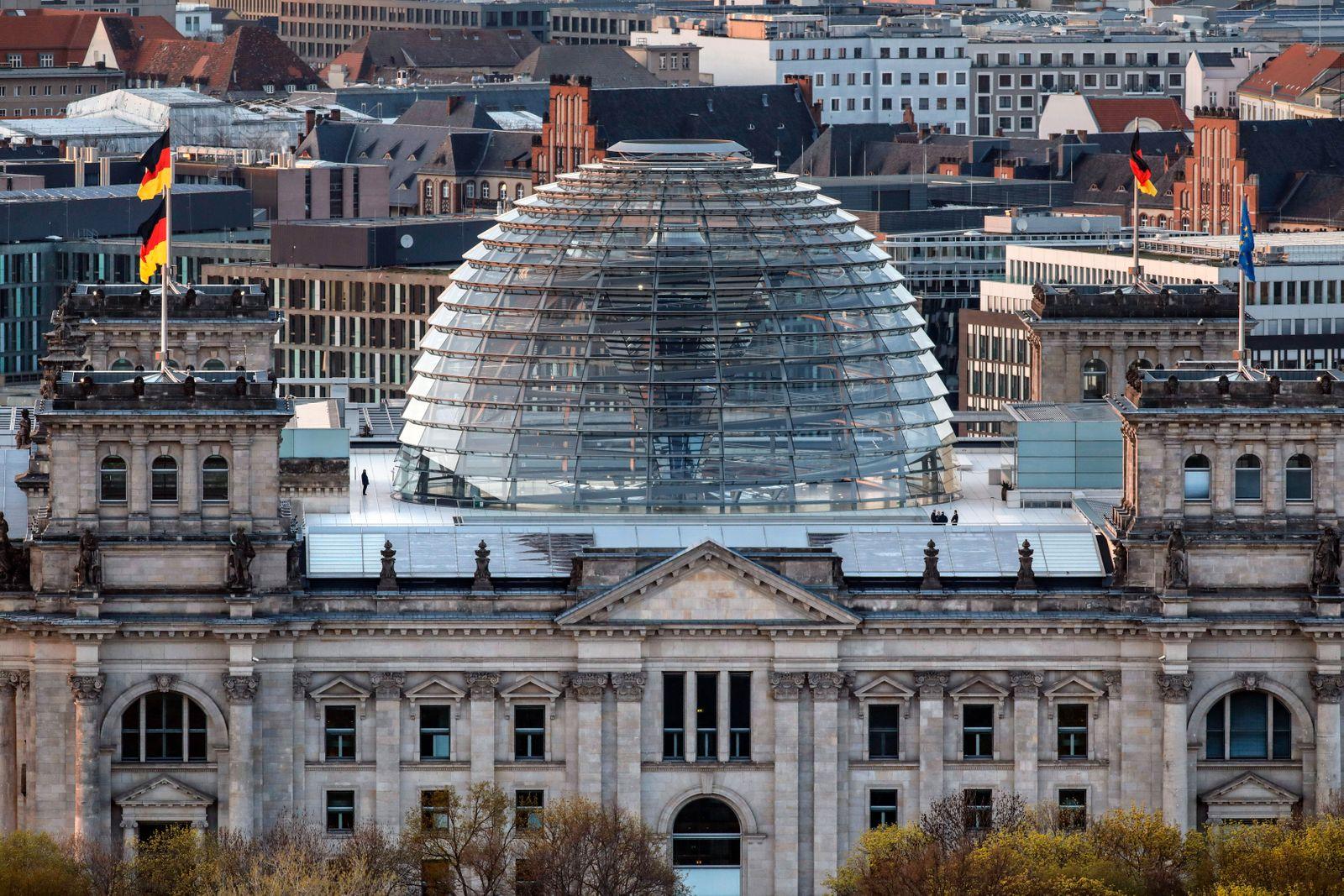 Berlin von oben Berlin, 20.04.2021 - Blick auf den Reichstag. Berlin Berlin Deutschland *** Berlin from above Berlin, 20