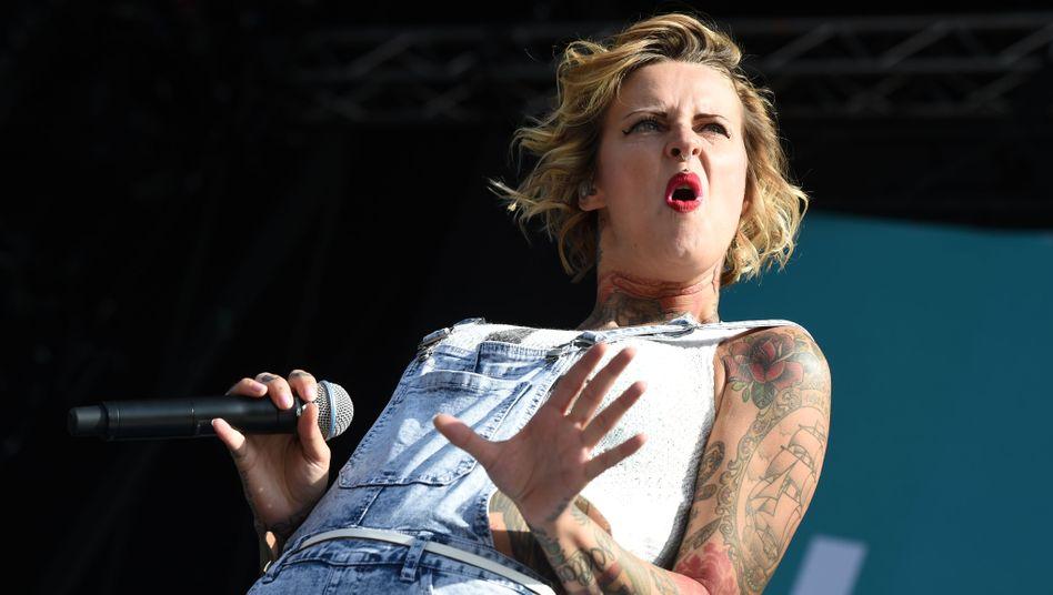 Sängerin Jennifer Weist: Voller Körpereinsatz auf der Bühne