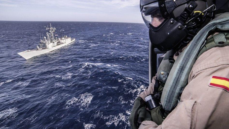 """Soldat der EU-Marinemission »Sophia"""": »Pragmatische Lösung«"""