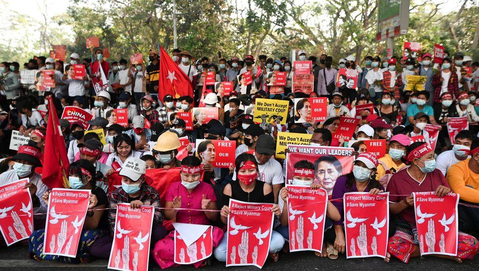 Proteste in Myanmar: Am 1. Februar hatte die Armee die Kontrolle an sich gerissen