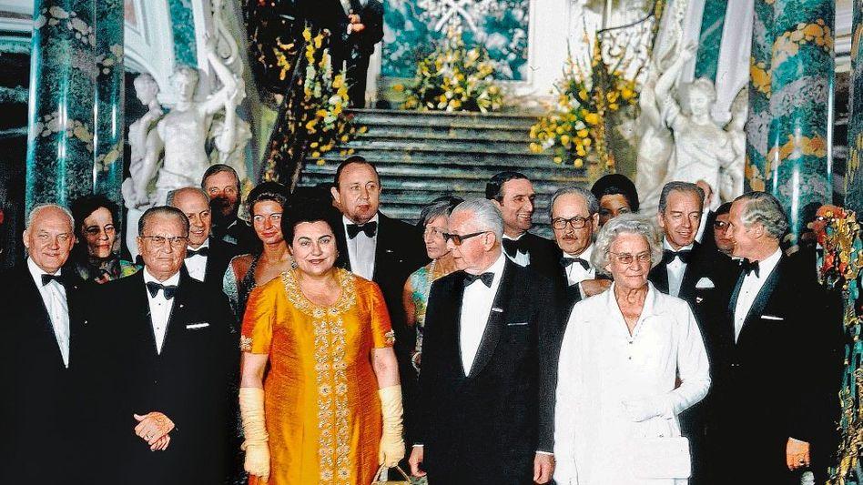 Machthaber Tito (3. v. l.) beim Staatsbesuch in Bonn 1974 (mit Ehefrau Jovanka, Bundespräsident Gustav Heinemann und Ehefrau Hilda Heinemann)