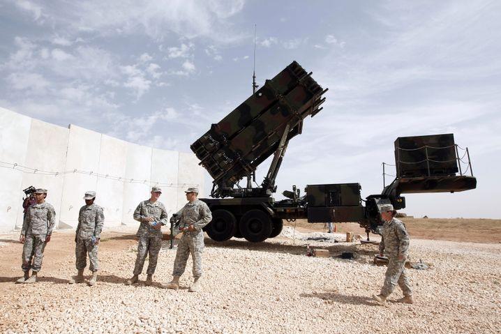 """US-Soldaten bei einer """"Patriot""""-Raketenabwehrstellung im türkischen Gaziantep"""