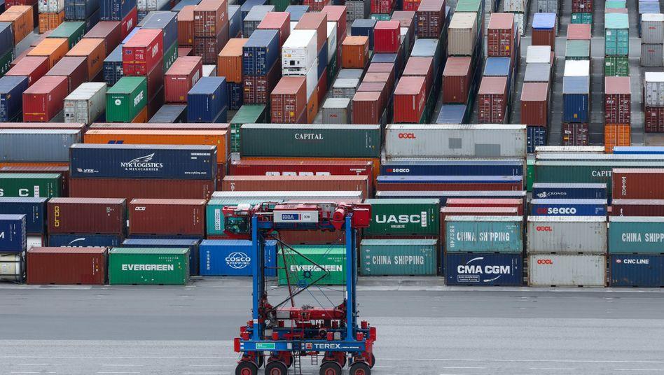 Container im Hamburger Hafen (Archiv)