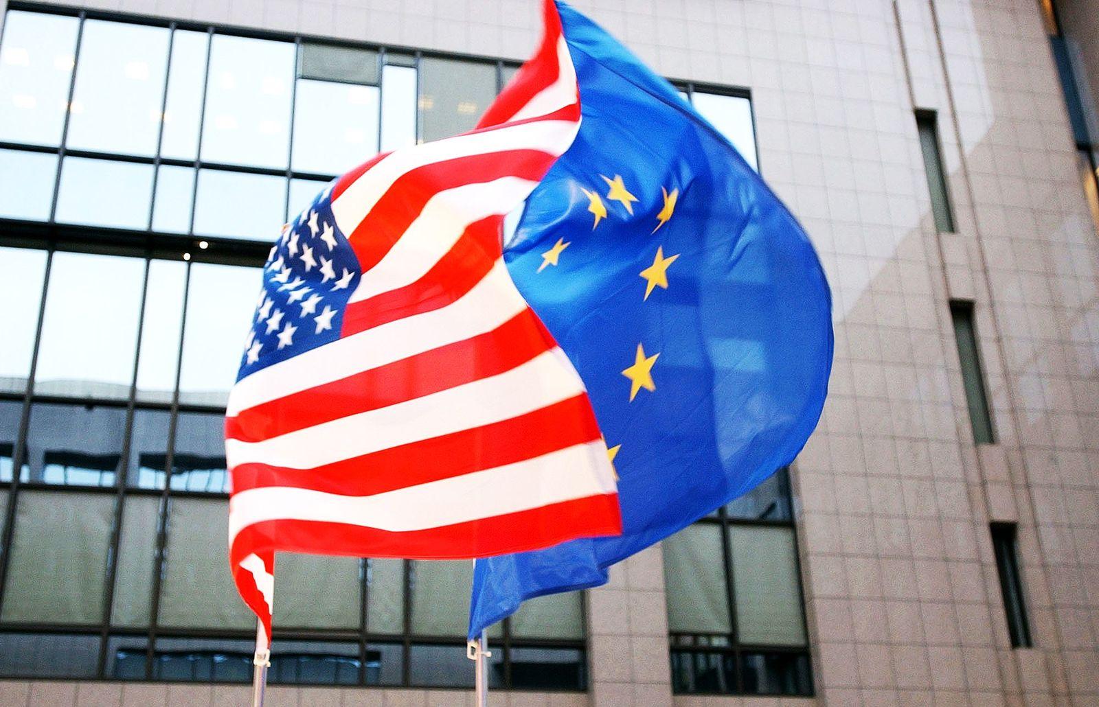 EU USA / Freihandelsabkommen / USA-Fahne / EU-fahne / Freihandel