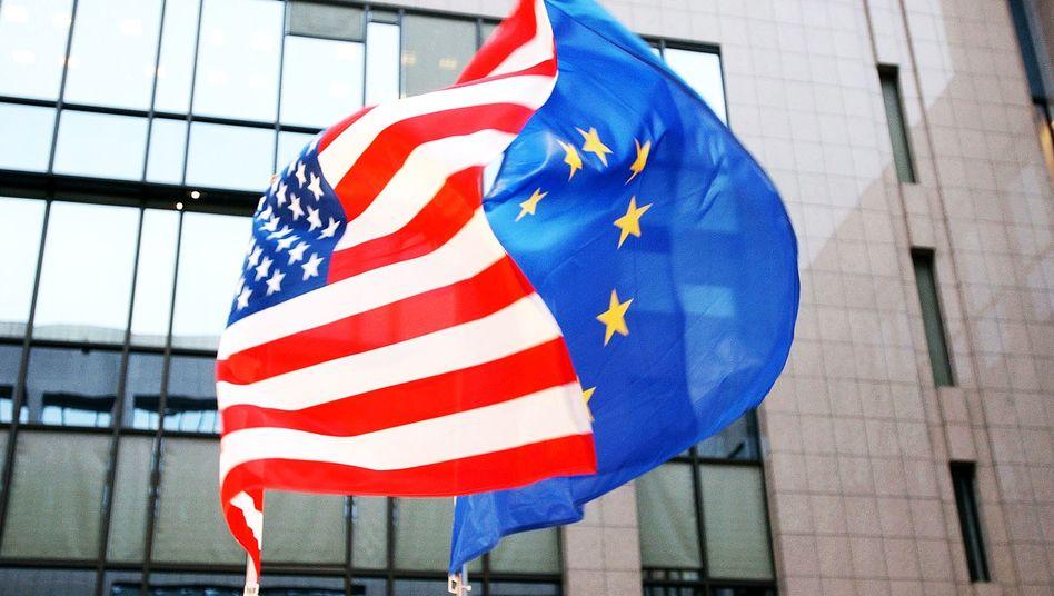 US- und EU-Flagge in Brüssel: Endlich wieder ein transatlantisches Projekt
