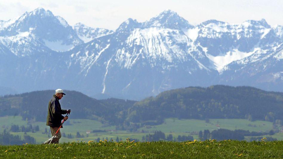 Wanderer bei Stötten im Allgäu: Veränderungen erst nach Jahrzehnten erkennbar