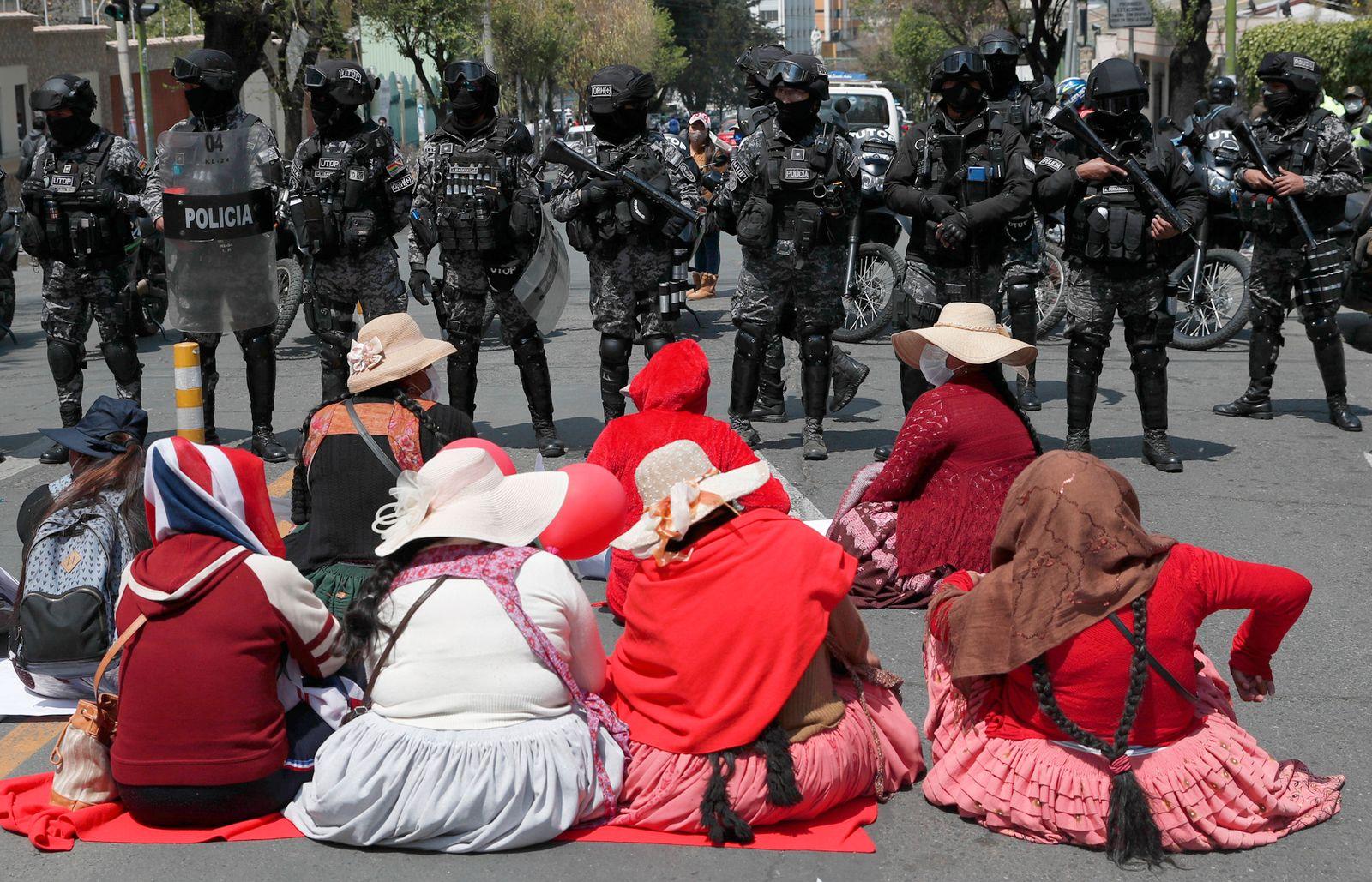 APTOPIX Virus Outbreak Bolivia Protests