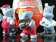 """""""Happy-Hippos vor Überraschungsei"""" in Schokolade"""