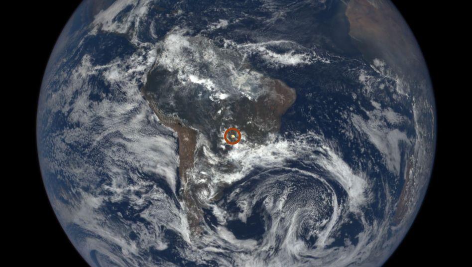 Rätselhafter Blitz (rot umkreist)