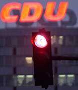 CDU-Leuchtschrift über dem Konrad-Adenauer-Haus: 21 Millionen euro an die Staatskasse