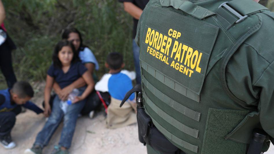 Asylbewerber an der Grenze zu den USA