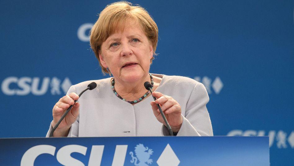 Kanzlerin Merkel (bei ihrem Auftritt in einem Münchner Bierzelt): Je mächtiger, desto rätselhafter