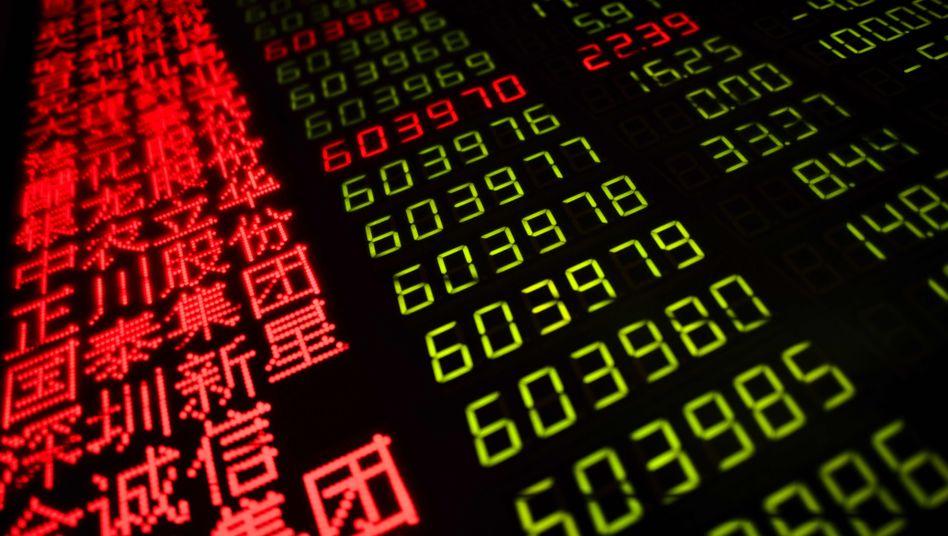 Bildschirm mit Aktienkursen in China