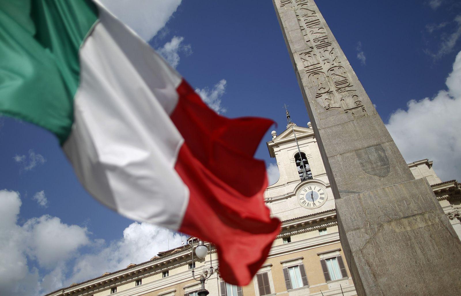 Flagge Italien / Montecitorio Platz