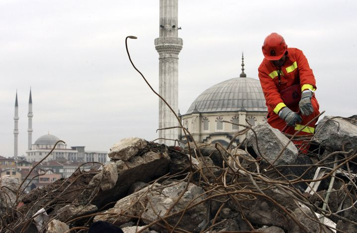 Helfer bei Erdbebenübung in Istanbul (Archivbild)