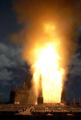 Abschuss einer SM-3-Abfangrakete von Bord eines US-Kreuzers: Die USA wollen den Raketenschild auf Europa ausdehnen