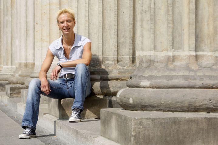 Halina Wawzyniak, geboren 1973, ist stellvertretende Vorsitzende der Partei Die Linke und nebenberuflich Rechtsanwältin. Sie sitzt erstmalig im Bundestag