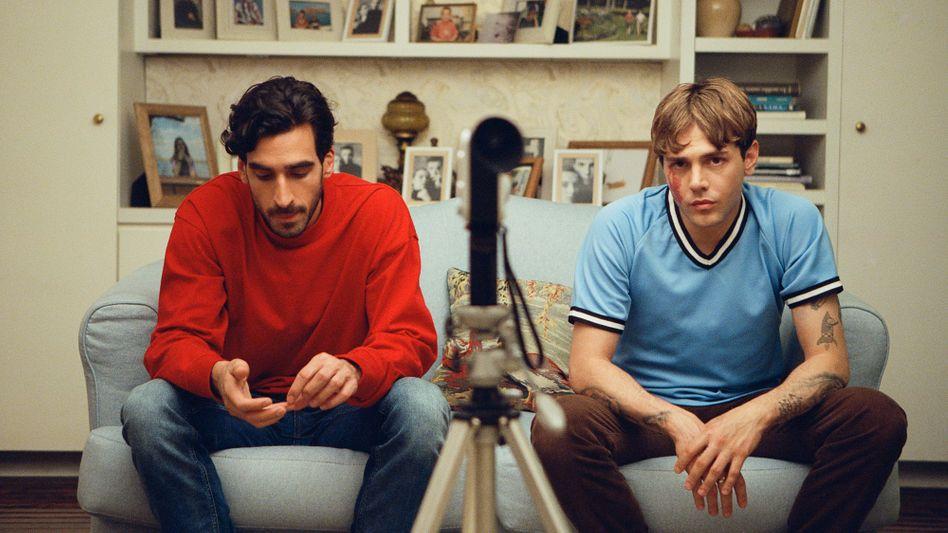 Hauptdarsteller Gabriel D'Almeida Freitas, Xavier Dolan in »Matthias und Maxime«: Nicht zwei Ufer, sondern das Wasser dazwischen.