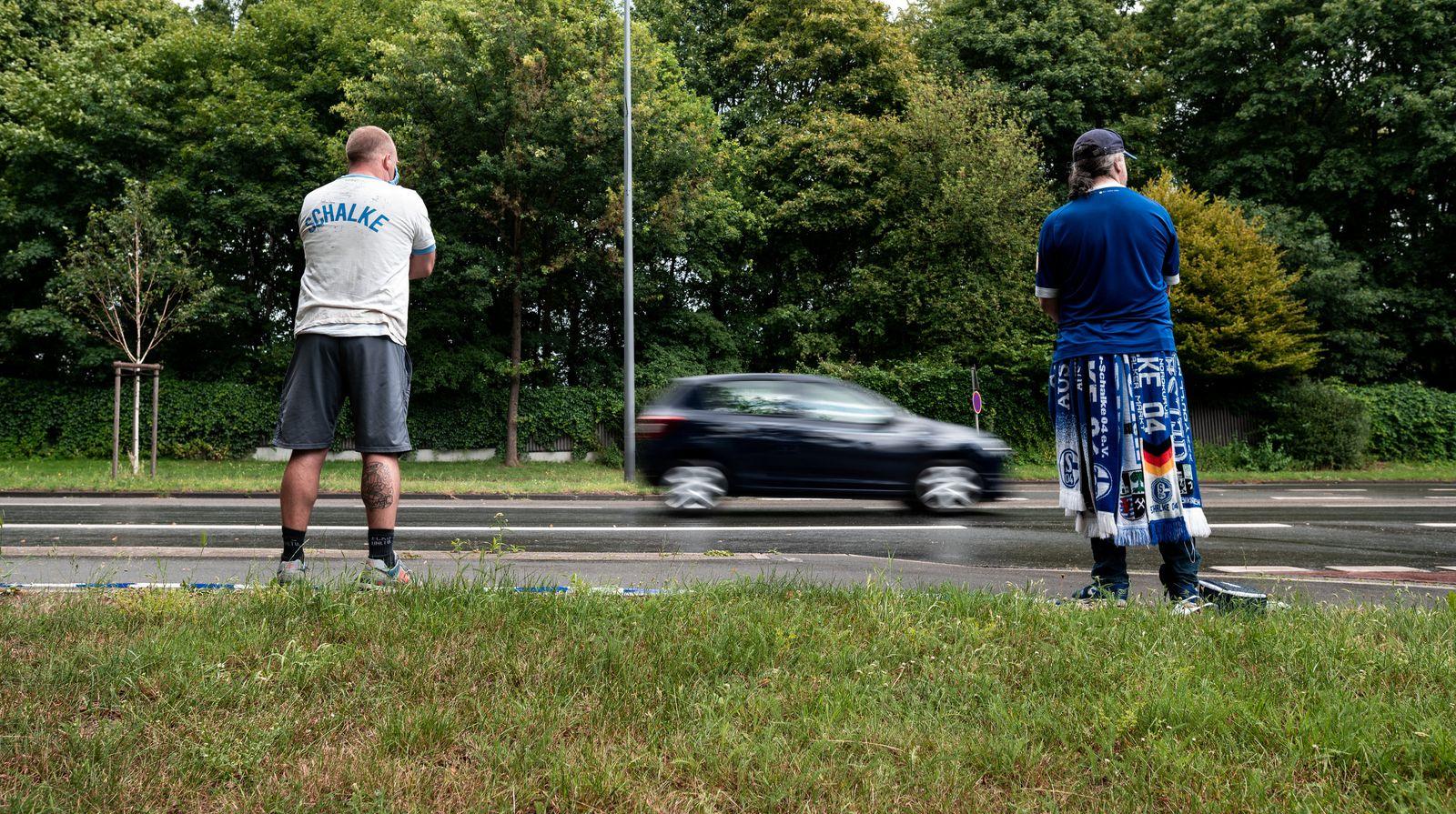 Fans des FC Schalke 04 demonstrieren