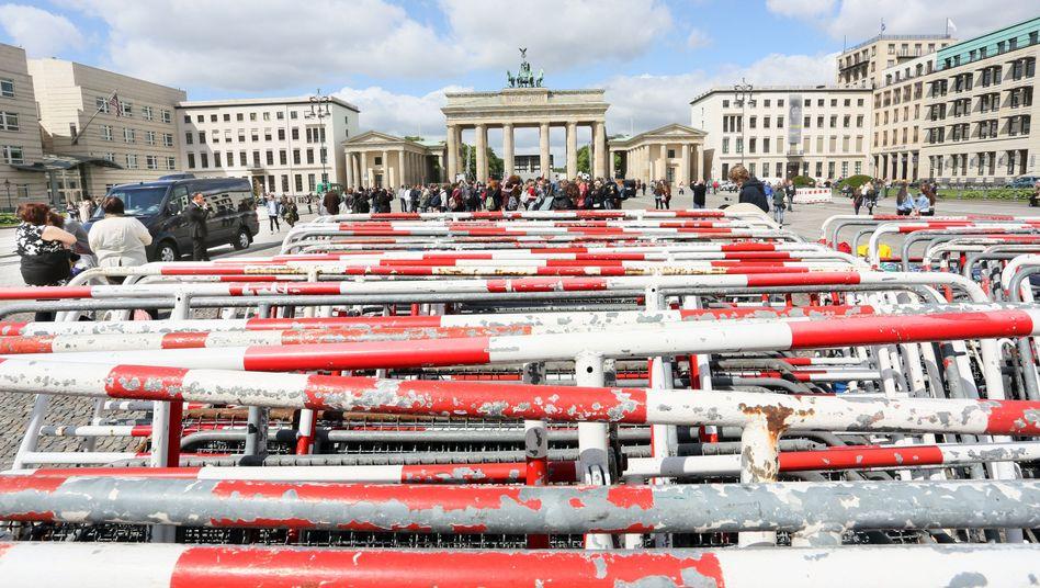 Aufbau der Fanmeile am Brandenburger Tor: Warnung vom BKA