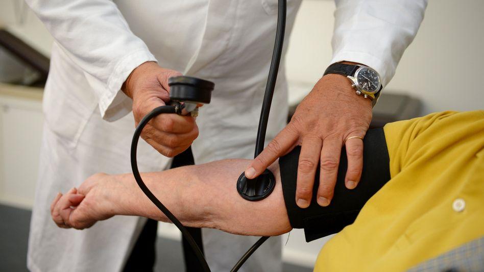 Blutdruckmessung beim Arzt
