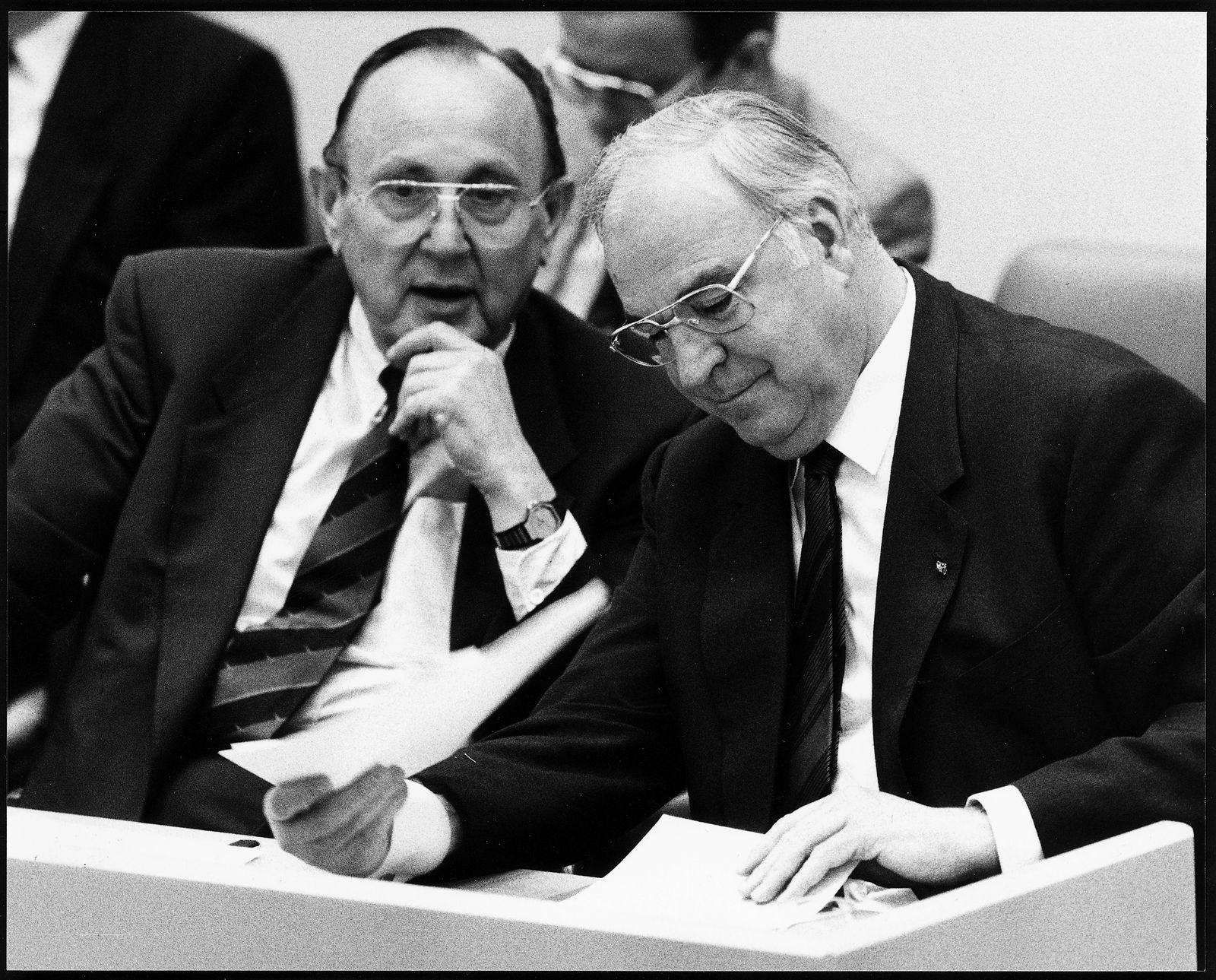 EINMALIGE VERWENDUNG Kohl / Genscher 1990