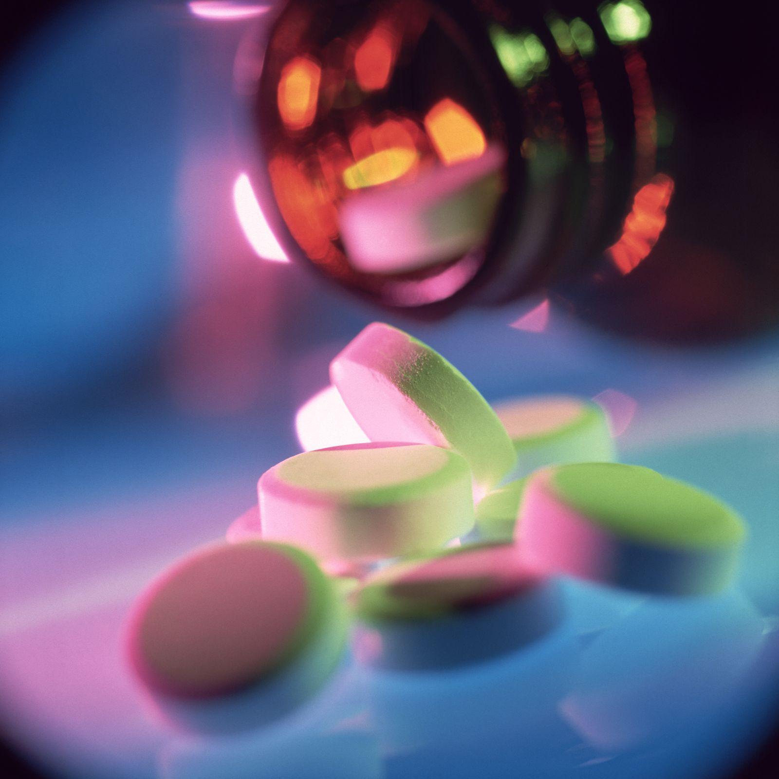NICHT MEHR VERWENDEN! - SYMBOLBILD Pillen / Drogen / Medizin / Tabletten