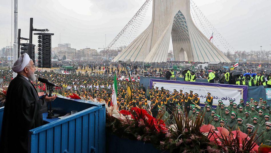 Hassan Rohani vor Anhängern in Teheran