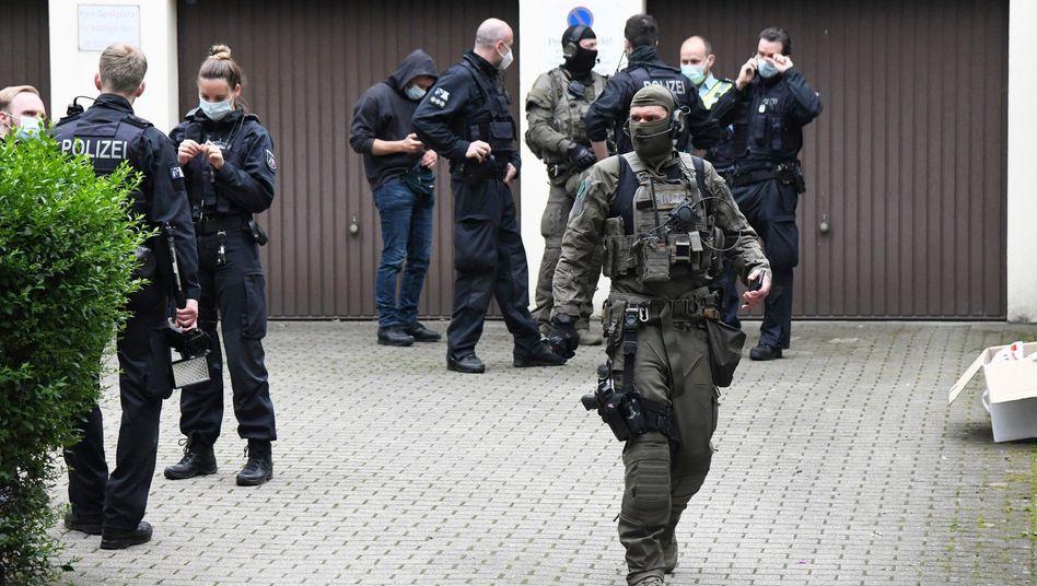 Polizisten in Essen während der Operation »Trojanerschild«