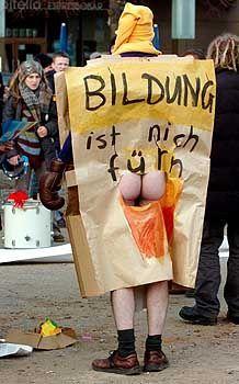 Demonstrant in Magdeburg: Deutliches Statement