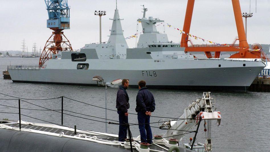 Eine Fregatte vom Typ Meko A-200 im Hafen von Kiel (Archiv): Zusagen der Marine waren entscheidend