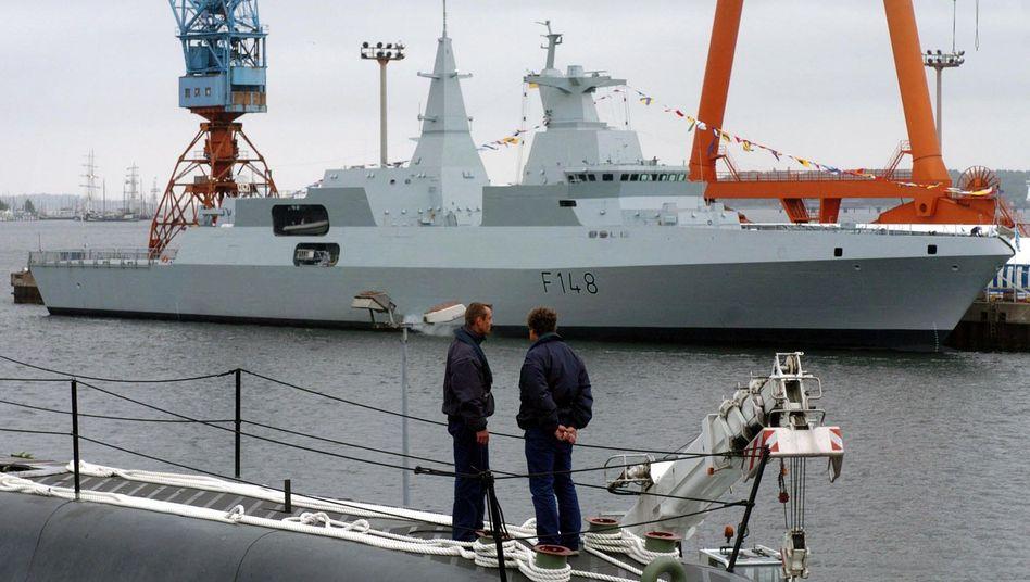 Fregatte vom Typ Meko A-200 im Hafen von Kiel (Archiv)