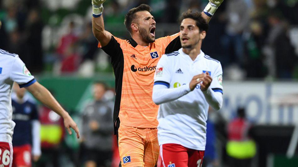 HSV-Keeper Daniel Heuer Fernandes feiert den Sieg