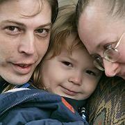 Vater Heath Campbell mit Frau Deborah und Sohn Adolf Hitler, 3: Sahnetorte mit Hitler-Schriftzug bestellt