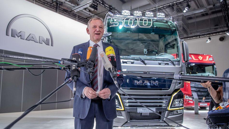 """VW-Vorstand Andreas Renschler (Archivbild): """"Ohne die Lkw-Fahrer hätten wir jetzt keine Erdbeeren aus Spanien"""""""