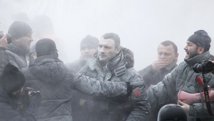 Massenproteste in Kiew: Feuerlöscher, Blendgranaten, Tränengas