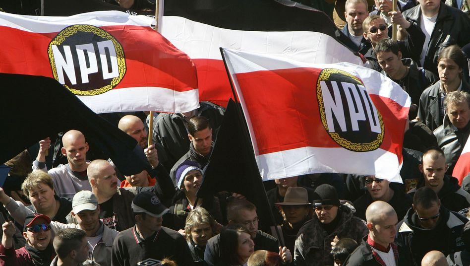 NPD-Kundgebung in Berlin (2005): Neues Verbotsverfahren?