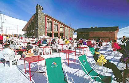 Skigebiet mit Pyrenäen-Panorama: Andorra hat an 300 Tagen im Jahr Sonne zu bieten