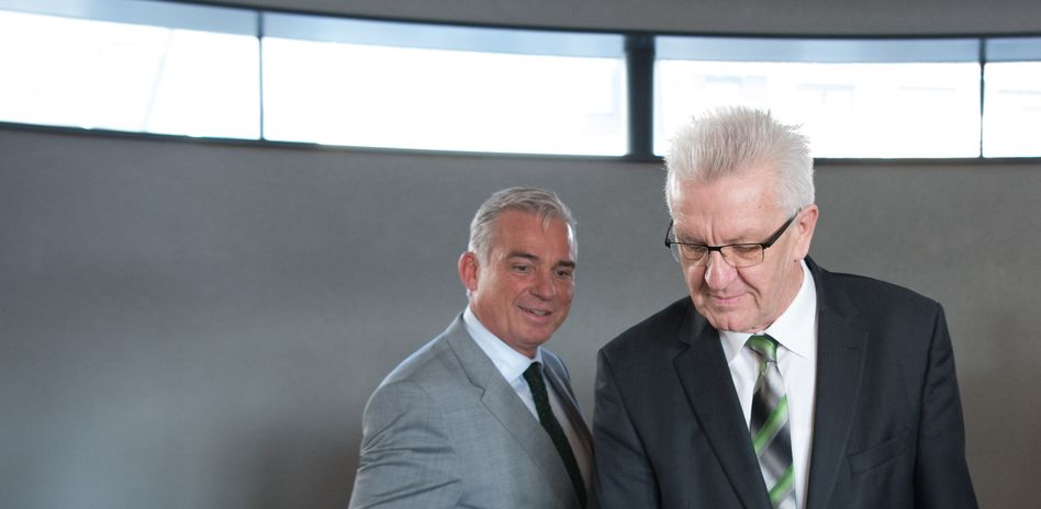 Der Landesvorsitzende der baden-württembergischen CDU, Thomas Strobl (l) und der baden-württembergische Ministerpräsident Winfried Kretschmann (Bündnis 90/Die Grünen)