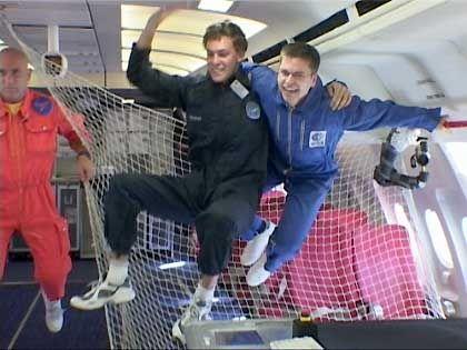 Maier (rechts) und Holfeld beim Flug: Wohl bekomms!