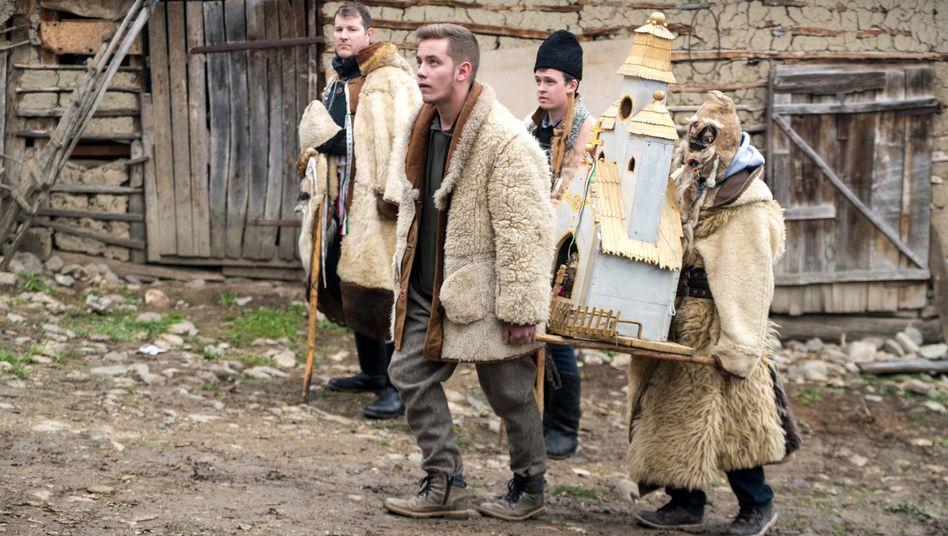 Ungarische Schauspieler bei einer Traditionsveranstaltung in Rumänien