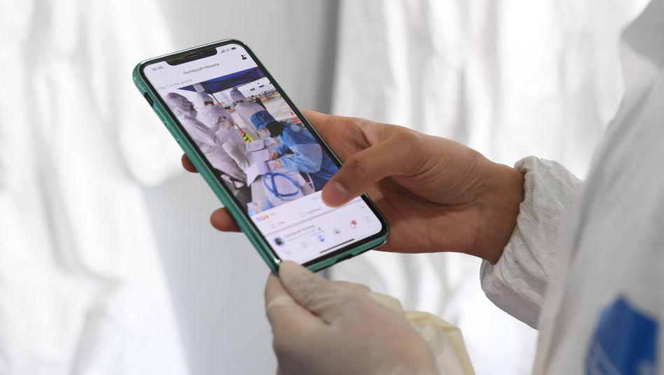 Was derzeit durch die sozialen Netzwerke geht, kann bei der Bewältigung der Coronakrise helfen - und wenn es nur Witze sind