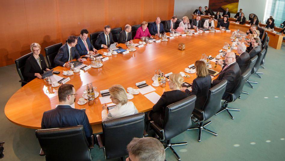 Bundeskabinett: Bei politischen Entscheidungen hat sich die Regierung im vergangenen Jahr für viel Geld Beratung von außen eingekauft