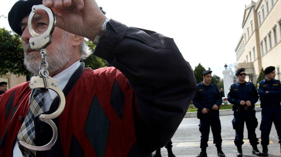 Proteste in Griechenland: EU geht gegen Spekulanten vor