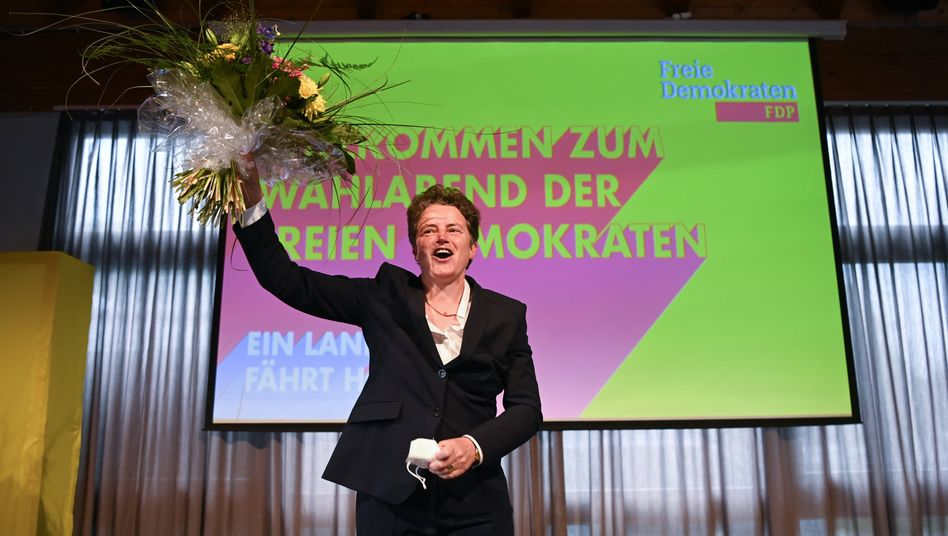 FDP-Spitzenkandidatin Lydia Hüskens am Wahlabend in Magdeburg: Wieder eine FDP-Fraktion im Landtag