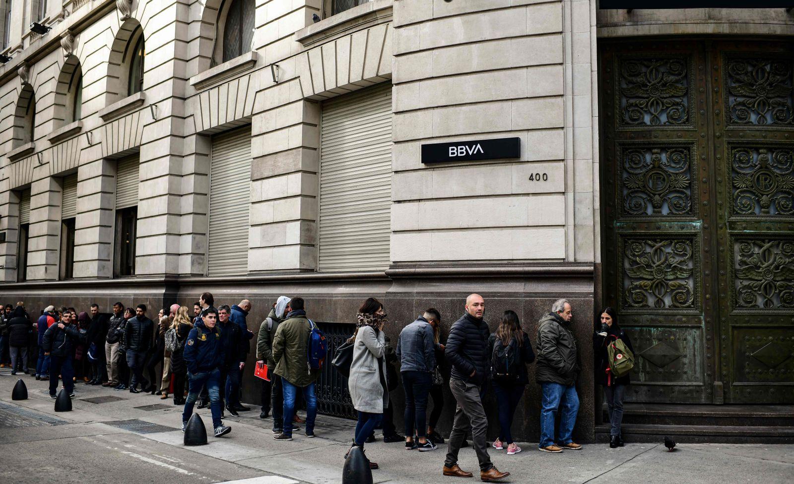 Argentinien / Schlangen vor den Banken