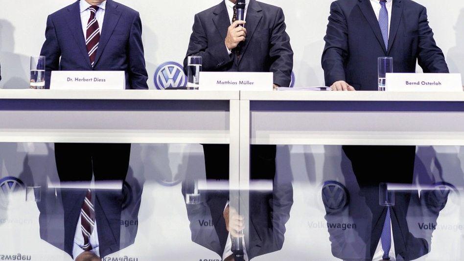 VW-Manager Diess, Müller, Betriebsratschef Osterloh(*): Nur durch einen Boxkampf zu toppen